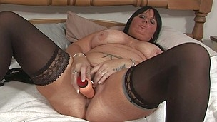 This horny older slut can't live sans to play around