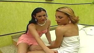 Mylena&Kalena sexy shemales in action