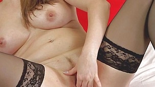 killer ass mature rubs her pink cunt