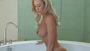 Brandi love freshens up to get dirty on the floor